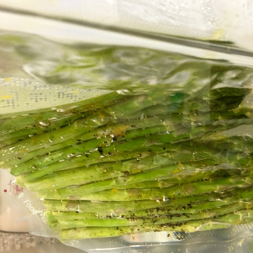Asparagus in the sous vide circulator